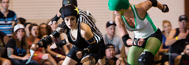 phoenix bunz of the ohio roller girls lines up a hit on lola blow of the chicago outfit.